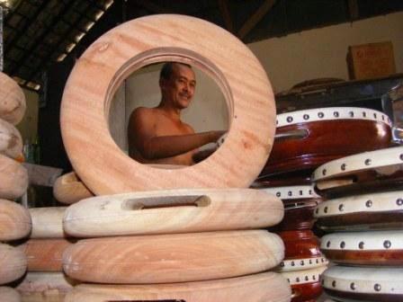 Terbang atau Rebana Alat Musik Tradisional Timur Tengah di Gresik
