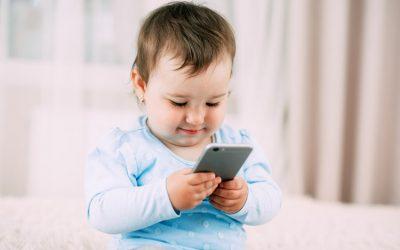 Bijaksana Dalam Memberikan Gadget Pada Anak Saat Bermain