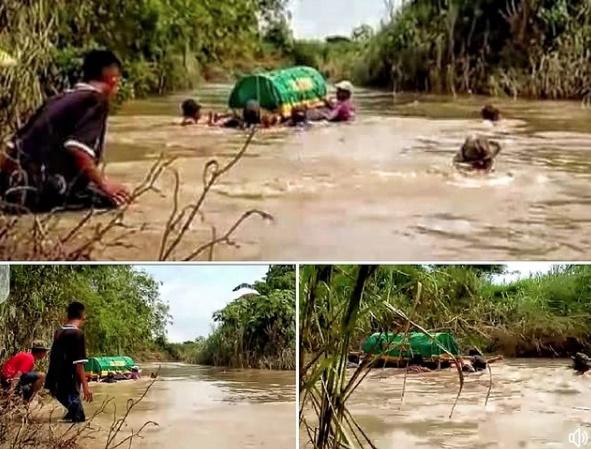 Belum Ada Jembatan, Warga Bawa Jenazah Seberangi Kali Lamong