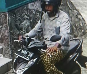 Wajah Pencuri Sepeda Motor di Masjid Agung