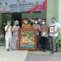 Peringati Satu Tahun Pandemi, Ariel Sumbang Lukisan untuk RS Ibnu Sina