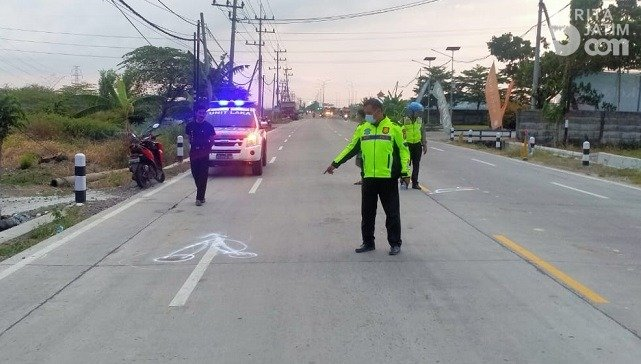 Tak Pakai Helm Warga Ujungpangkah Alami Kecelakaan di Cerme