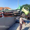 Tiga Truk Terlibat Kecelakaan di Jembatan Sembayat