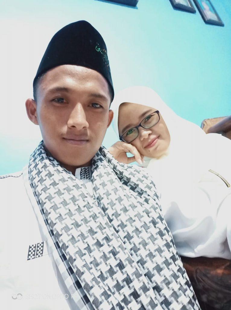 Almarhum bersama istri