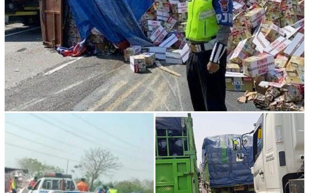 Truk Bermuatan Kopi Terguling, Netizen: Ngangkut Kopi Sopire Malah Durung Ngopi